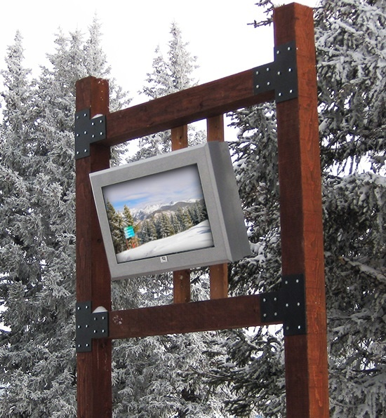 OUTDOOR_LCD_ENCLOSURE_VAIL_SKI_RESORT_VIEWSTATION_ITSENCLOSURES.jpg