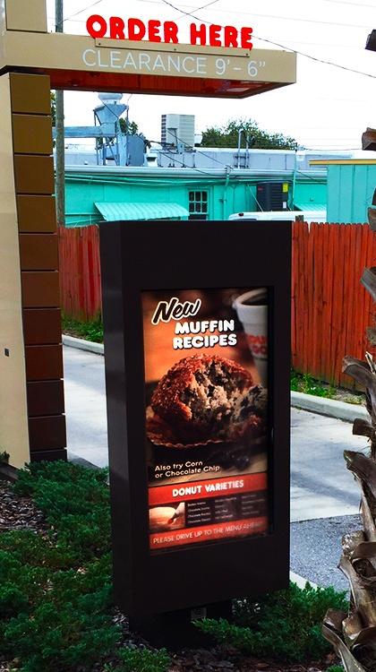 dunkin_donuts_itsenclosures_viewstation_outdoor_digital_menu_boards.jpg