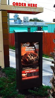 dunkin_donuts_itsenclosures_viewstation_outdoor_digital_menu_boards.jpg